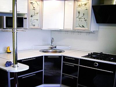 Интерьер маленькой кухни в хрущевке стильный и практичный